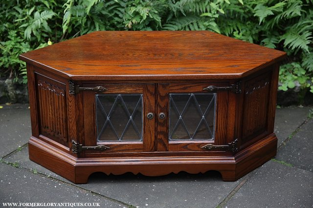 A VERY ATTRACTIVE  LATE 20th CENTURY   WOOD BROTHERS   CARVED OAK  CORNER  T V  CABINET  MODEL No 2084  OF EXCEPTIONAL. tudor oak   Second Hand Household Furniture  Buy and Sell in the