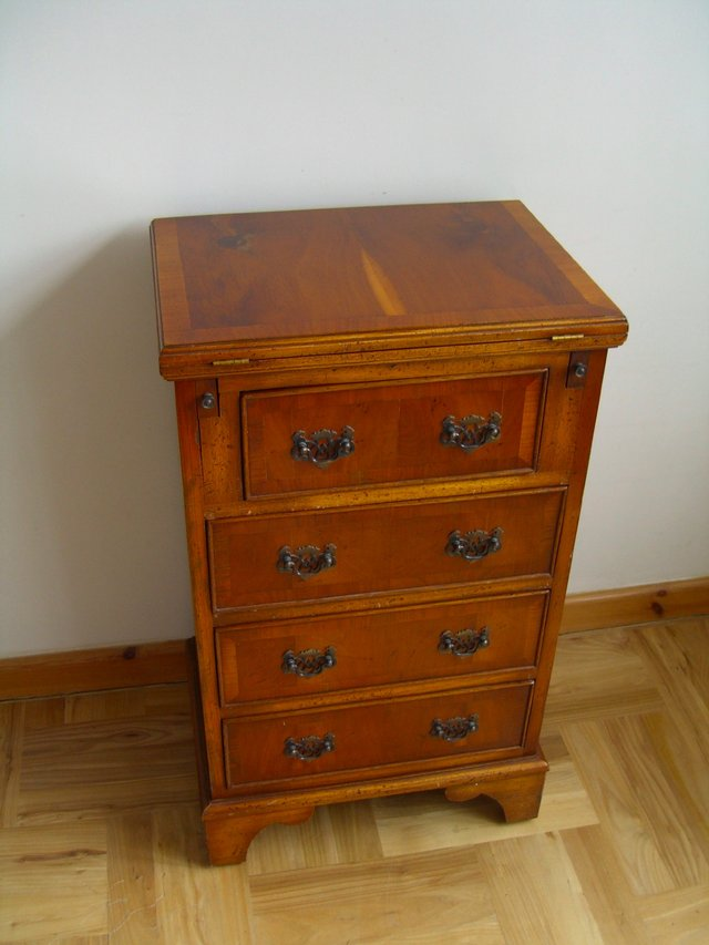 Walnut Reproduction Furniture Antique Collectors And Period Furniture Buy And Sell In The Uk