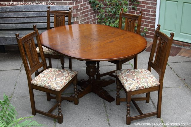 OLD CHARM LIGHT OAK ROUND PEDESTAL DINING TABLE 4 CHAIRS