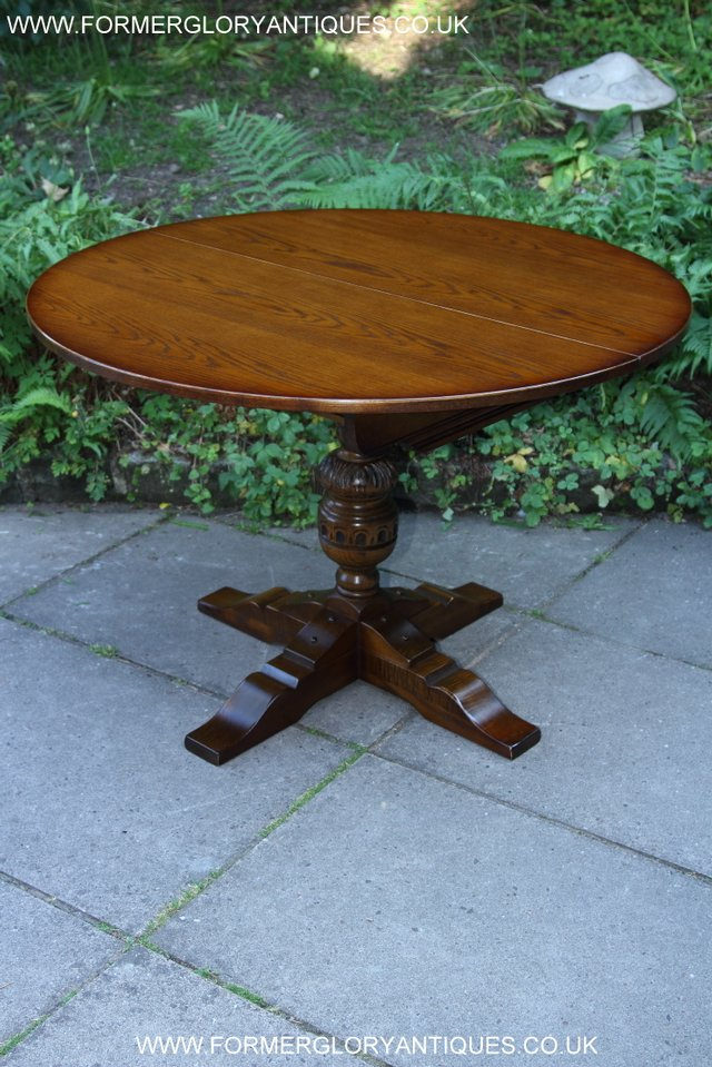 OLD CHARM LIGHT OAK ROUND PEDESTAL DINING TABLE 4 CHAIRS For