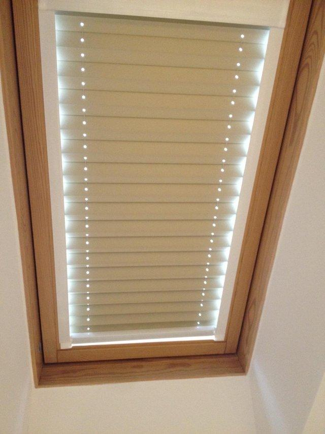 beige pleated velux blind for ggl c04 velux for sale in brough east yorkshire preloved. Black Bedroom Furniture Sets. Home Design Ideas