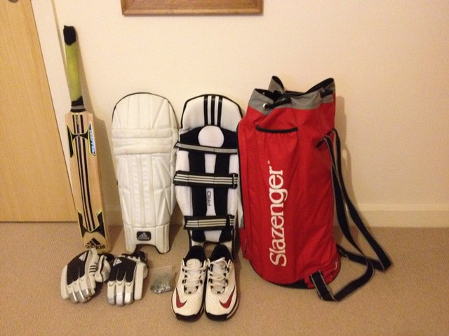 Second hand cricket equipment set from Preloved