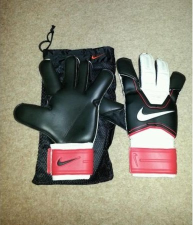 Second hand goalkeeper gloves from Preloved