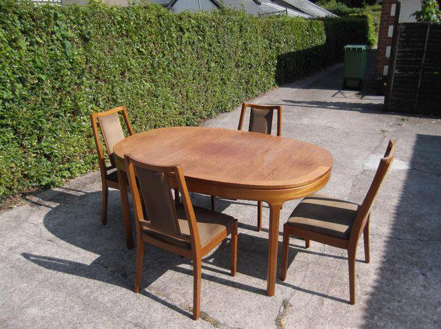Free table and chairs from Preloved