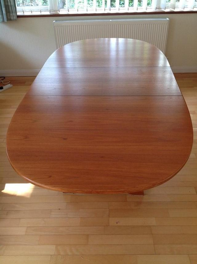 Free extendable dining table from Preloved