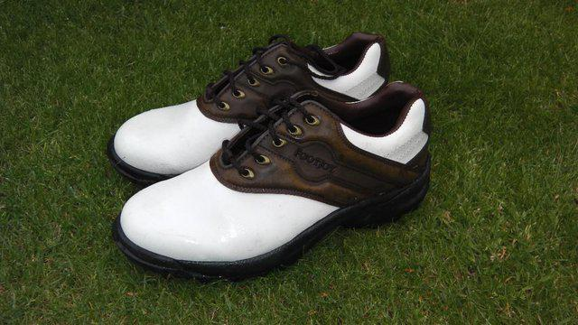 Second hand golf shoes from Preloved