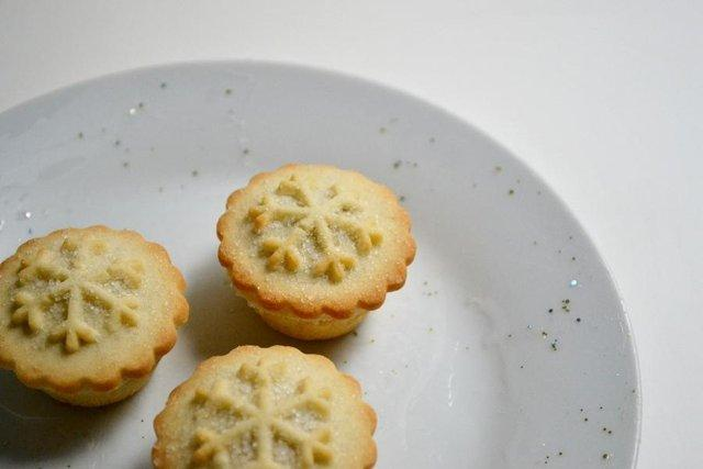 glittery plate with a mince pie