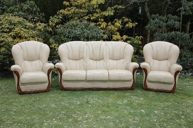 Preview of the first image of LEATHER BARDI CHESTERFIELD WING BACK 3 PIECE SUITE SETTEE..