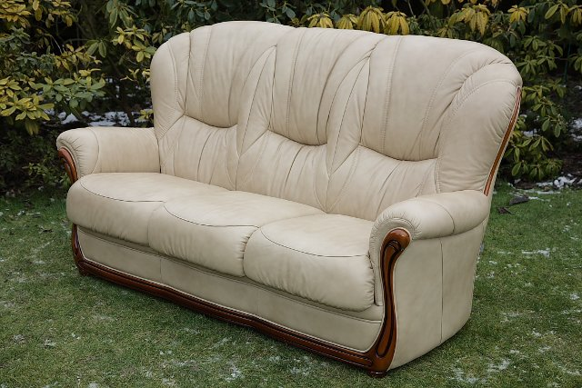 Image 3 of LEATHER BARDI CHESTERFIELD WING BACK 3 PIECE SUITE SETTEE.