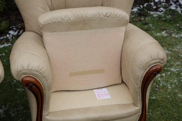 Image 7 of LEATHER BARDI CHESTERFIELD WING BACK 3 PIECE SUITE SETTEE.