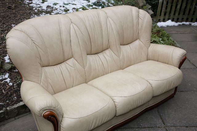 Image 8 of LEATHER BARDI CHESTERFIELD WING BACK 3 PIECE SUITE SETTEE.