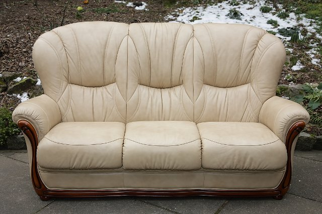 Image 11 of LEATHER BARDI CHESTERFIELD WING BACK 3 PIECE SUITE SETTEE.