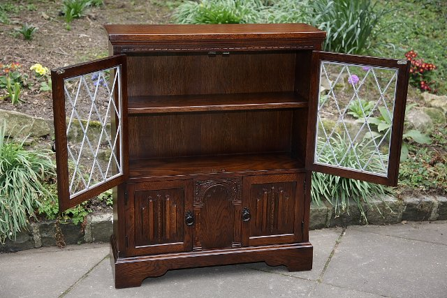 Image 3 of OLDE COURT CHARM BOOKCASE CUPBOARD DISPLAY CD DVD CABINET.