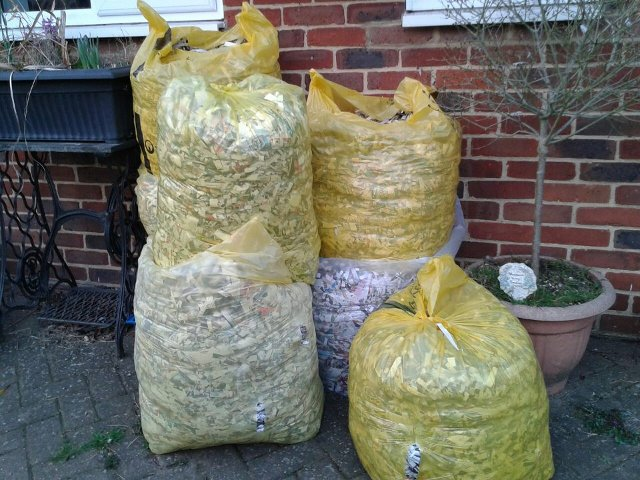 Preview of the first image of Sacks of shredded newspaper bedding for horses - hamsters.