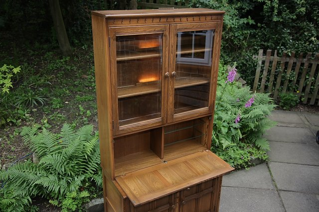 Image 19 of ERCOL GOLDEN DAWN DRINKS DISPLAY CABINET BOOKCASE CUPBOARD.