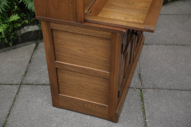 Image 29 of ERCOL GOLDEN DAWN DRINKS DISPLAY CABINET BOOKCASE CUPBOARD.