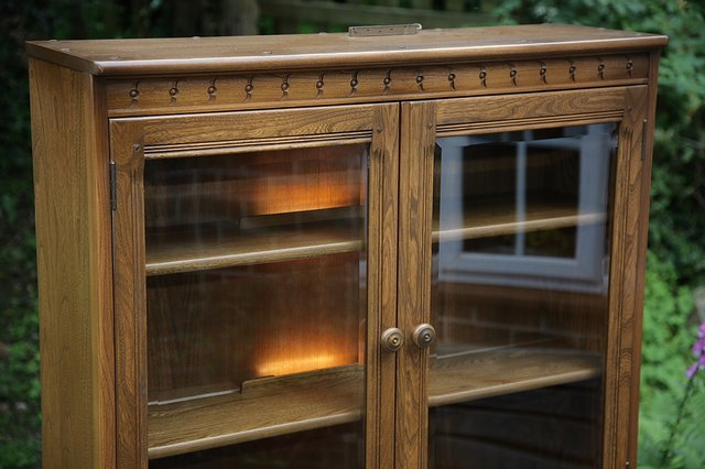 Image 30 of ERCOL GOLDEN DAWN DRINKS DISPLAY CABINET BOOKCASE CUPBOARD.