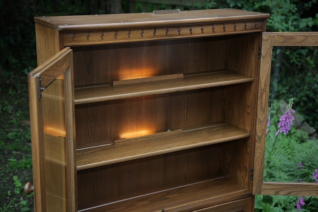 Image 31 of ERCOL GOLDEN DAWN DRINKS DISPLAY CABINET BOOKCASE CUPBOARD.