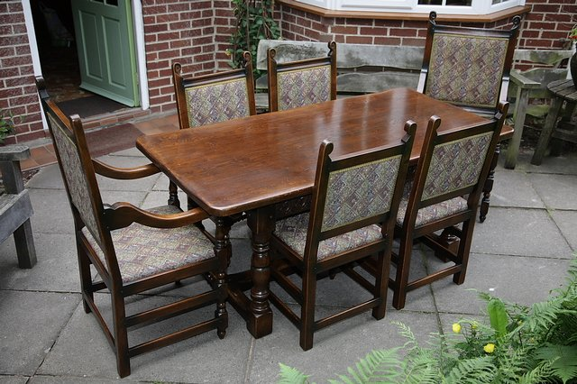 Image 2 of TITCHMARSH & GOODWIN STYLE OAK DINING TABLE & SIX CHAIRS