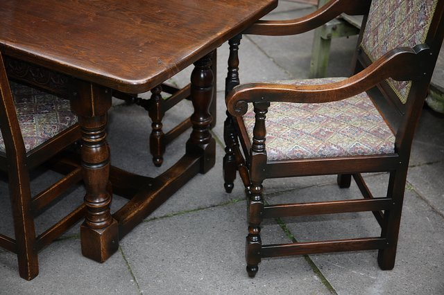 Image 3 of TITCHMARSH & GOODWIN STYLE OAK DINING TABLE & SIX CHAIRS