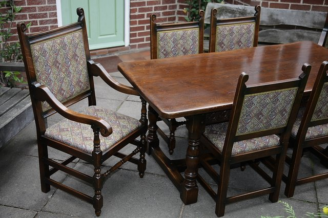 Image 4 of TITCHMARSH & GOODWIN STYLE OAK DINING TABLE & SIX CHAIRS