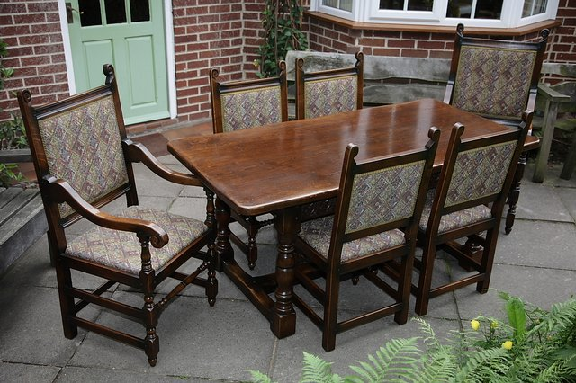 Preview of the first image of TITCHMARSH & GOODWIN STYLE OAK DINING TABLE & SIX CHAIRS.