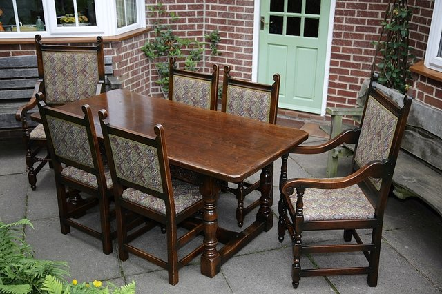 Image 5 of TITCHMARSH & GOODWIN STYLE OAK DINING TABLE & SIX CHAIRS