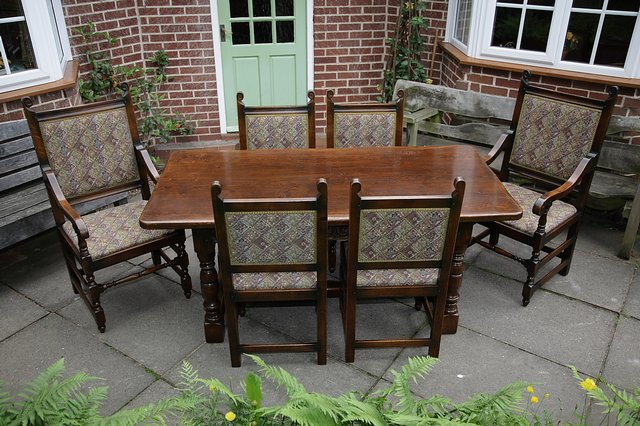 Image 6 of TITCHMARSH & GOODWIN STYLE OAK DINING TABLE & SIX CHAIRS