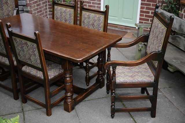 Image 7 of TITCHMARSH & GOODWIN STYLE OAK DINING TABLE & SIX CHAIRS