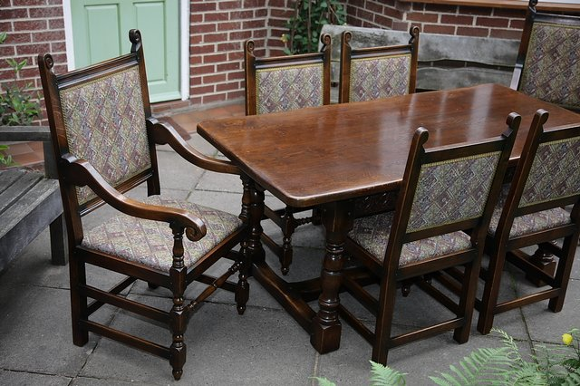 Image 8 of TITCHMARSH & GOODWIN STYLE OAK DINING TABLE & SIX CHAIRS