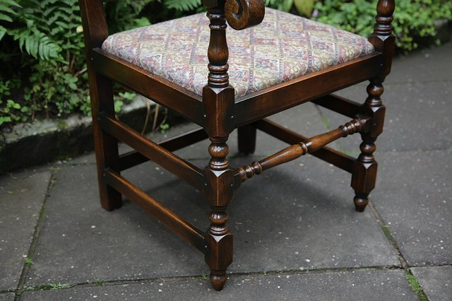 Image 23 of TITCHMARSH & GOODWIN STYLE OAK DINING TABLE & SIX CHAIRS
