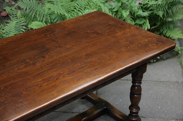 Image 29 of TITCHMARSH & GOODWIN STYLE OAK DINING TABLE & SIX CHAIRS
