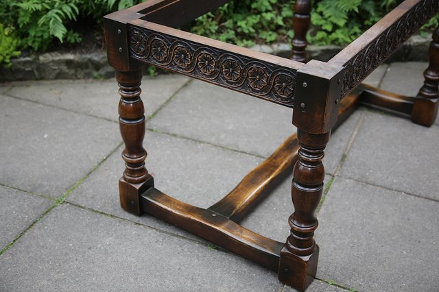 Image 30 of TITCHMARSH & GOODWIN STYLE OAK DINING TABLE & SIX CHAIRS