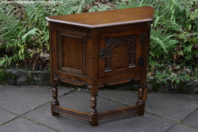 Image 34 of OLD CHARM OAK CABINET LAMP HALL TABLE CUPBOARD SIDEBOARD