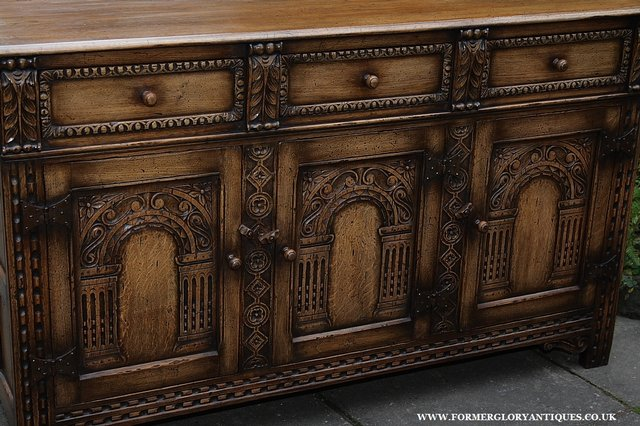 Image 19 of TITCHMARSH AND GOODWIN STYLE OAK SIDEBOARD DRESSER BASE