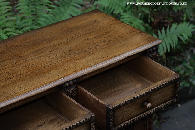 Image 26 of TITCHMARSH AND GOODWIN STYLE OAK SIDEBOARD DRESSER BASE
