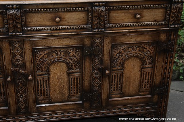 Image 27 of TITCHMARSH AND GOODWIN STYLE OAK SIDEBOARD DRESSER BASE