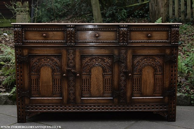 Image 30 of TITCHMARSH AND GOODWIN STYLE OAK SIDEBOARD DRESSER BASE