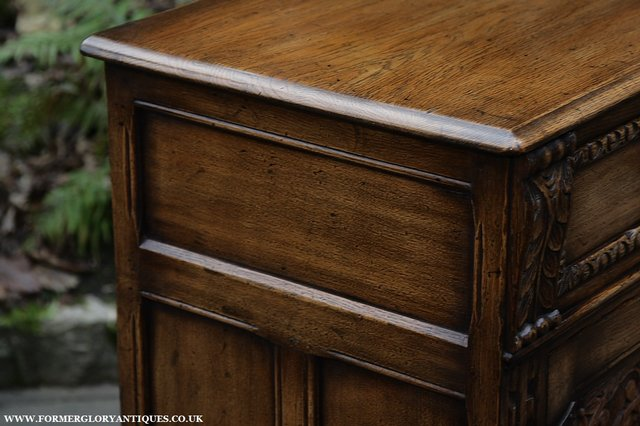 Image 32 of TITCHMARSH AND GOODWIN STYLE OAK SIDEBOARD DRESSER BASE