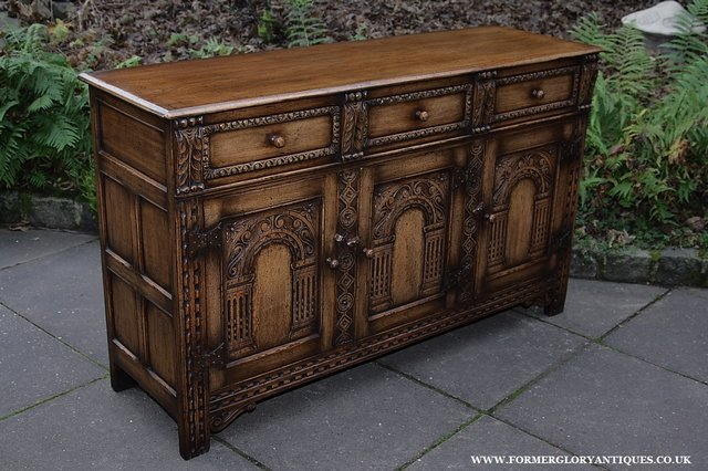 Image 40 of TITCHMARSH AND GOODWIN STYLE OAK SIDEBOARD DRESSER BASE