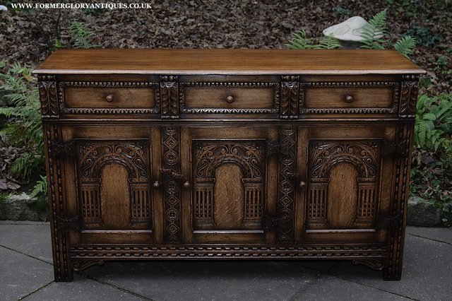Image 50 of TITCHMARSH AND GOODWIN STYLE OAK SIDEBOARD DRESSER BASE