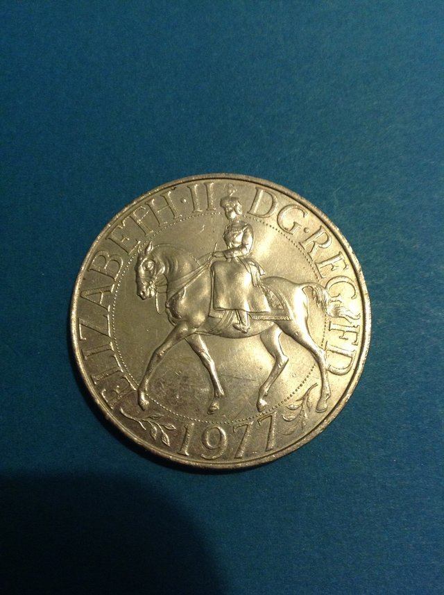 Preview of the first image of 1977 ELIZABETH II SILVER JUBILEE CROWN..
