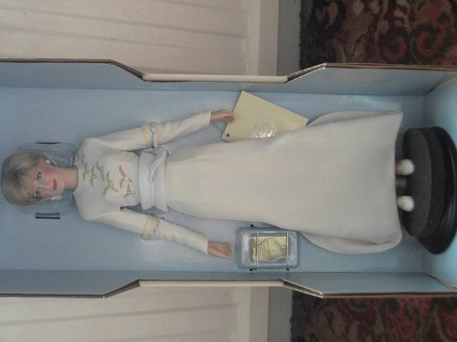 Preview of the first image of Princess Diane Queen of fashion Doll.