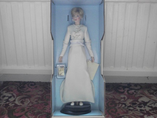 Image 3 of Princess Diane Queen of fashion Doll