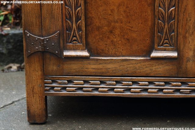 Image 33 of TITCHMARSH GOODWIN STYLE BOOKCASE DISPLAY CABINET CUPBOARD