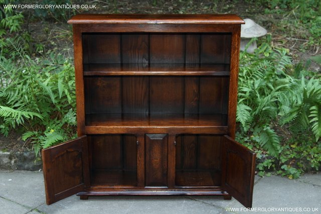 Image 4 of TITCHMARSH AND GOODWIN STYLE OAK BOOKCASE CABINET CUPBOARD