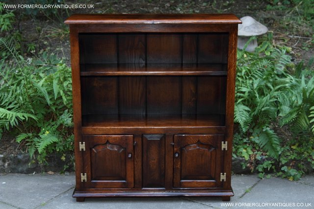 Image 9 of TITCHMARSH AND GOODWIN STYLE OAK BOOKCASE CABINET CUPBOARD
