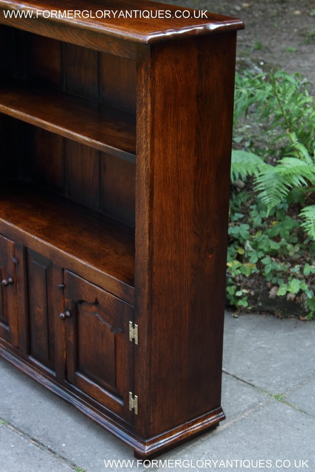 Image 15 of TITCHMARSH AND GOODWIN STYLE OAK BOOKCASE CABINET CUPBOARD