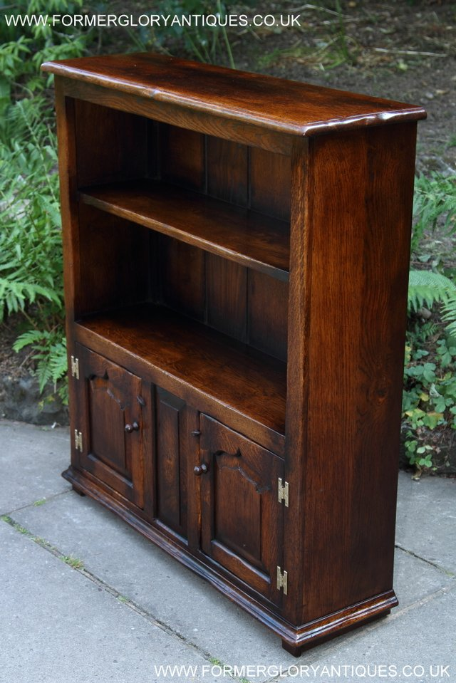 Image 16 of TITCHMARSH AND GOODWIN STYLE OAK BOOKCASE CABINET CUPBOARD