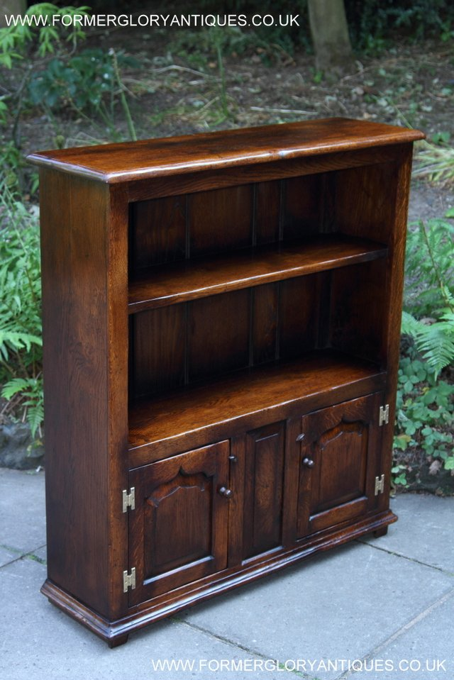 Image 18 of TITCHMARSH AND GOODWIN STYLE OAK BOOKCASE CABINET CUPBOARD